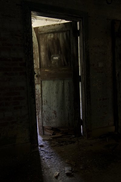creepy_door