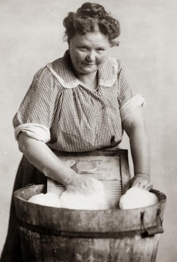 laundry-washboard-woman-washing (1)
