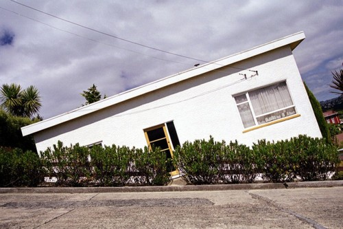 house-tilting