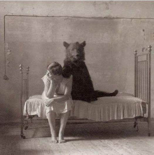 Vintage-photos-woman-bear-bed